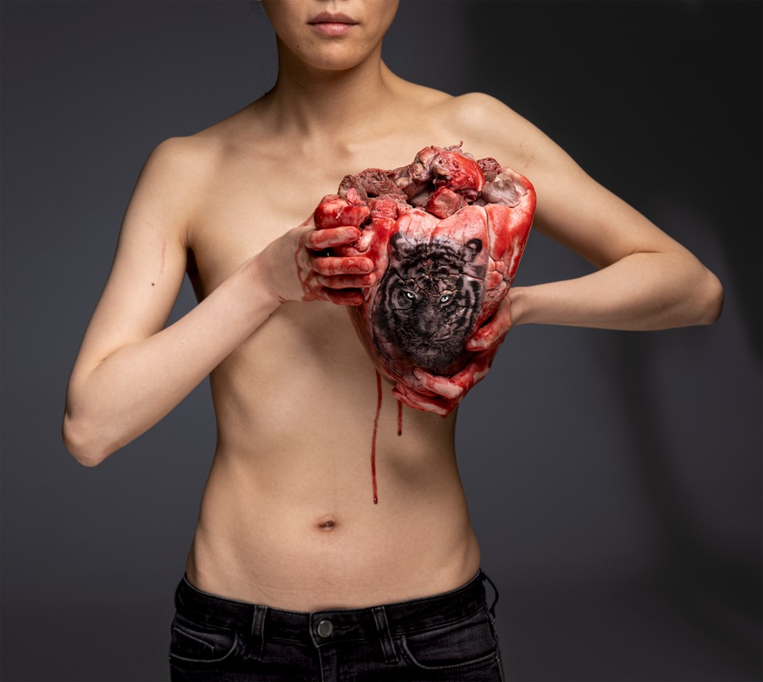 Zu sehen bei der Galerie Urs Meile: Cao Yu, The Thing in the Chest, 2020 (© Courtesy Galerie Urs Meile)