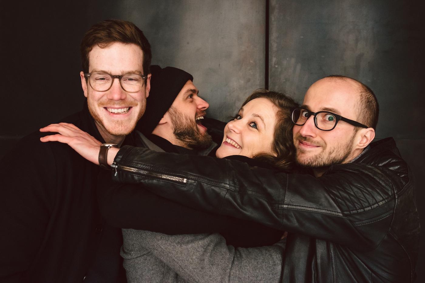 Eva Klesse und ihre drei Jungs freuen sich auf die Konzerte im Bird's Eye.  (© Sally Lazic)