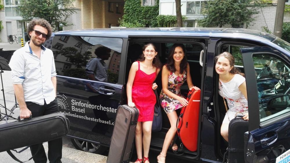 Kommt das Taxi bald auch zu dir? Hier mit (v.l.n.r.) Vincent Brunel (Violine). Ofir Shner Alon (Violine), Teodora Dimitrova (Violine) und Veronika Durkina (Violine)