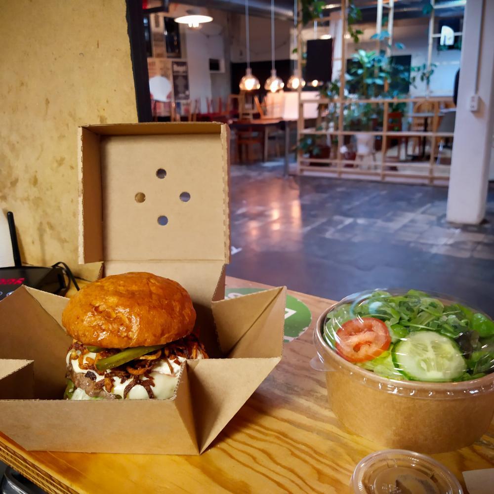 Ob klassisch, mexikanisch, französisch oder vegan: Die Gourmet Burger von La Manufacture sind alles andere als eintönig.