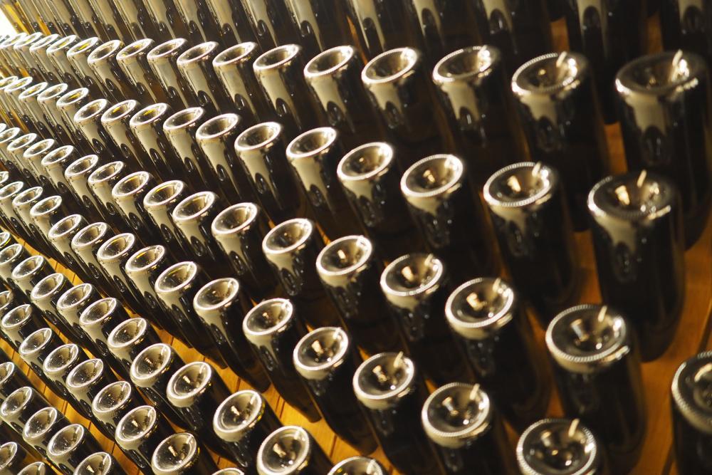 Rund 1000 bis 1500 Schaumweinflaschen werden pro Jahr produziert