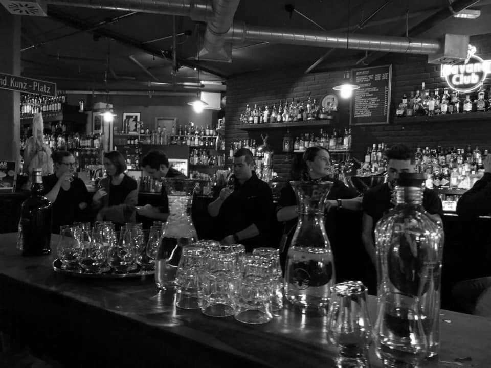 An einem normalen Abend sind im Hinz und Kunz bis zu acht Barkeeper im Einsatz. Und das erfolgreich.