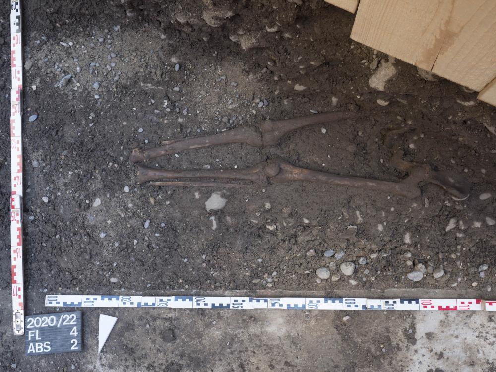 Überbleibsel von bis zu 800 Jahre alten Gräbern.