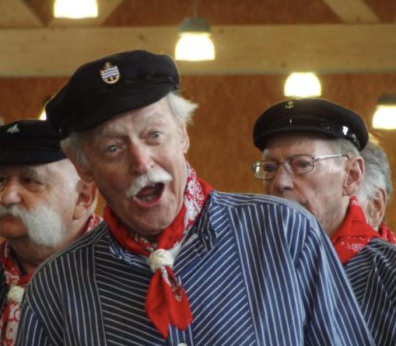 René Bolliger mit dem Schweizer Seemanns-Chor der Störtebekers
