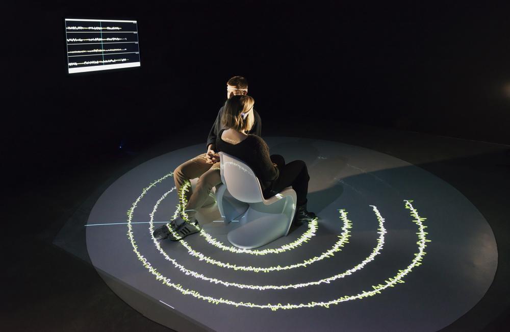 Karen Lancel und Hermen Maat, E.E.G. Kiss, «Future Love», 2018, HeK