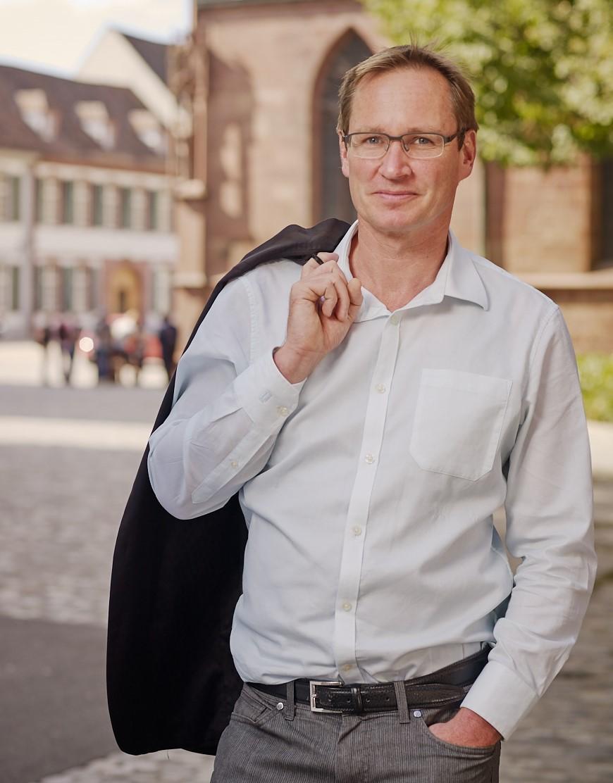 Hans-Georg Hofmann, künstlerischer Direktor des Sinfonieorchesters Basel, setzt alles daran, dass Publikum und Orchester weiterhin gemeinsam Musik erleben können.