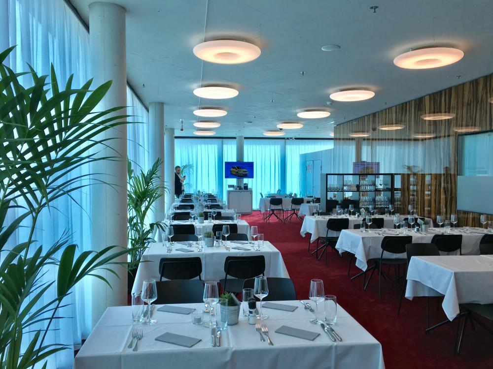 Das Restaurant gehört zum Tennisdorf und verwöhnt die Gäste mit kulinarischen Highlights.