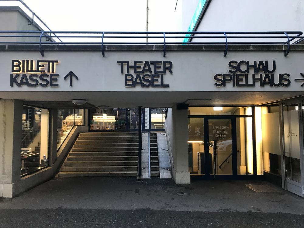 Alte Wortmarke am Theater Basel vor der Sanierung 2019 basierend auf der Wortmarke von 1957.