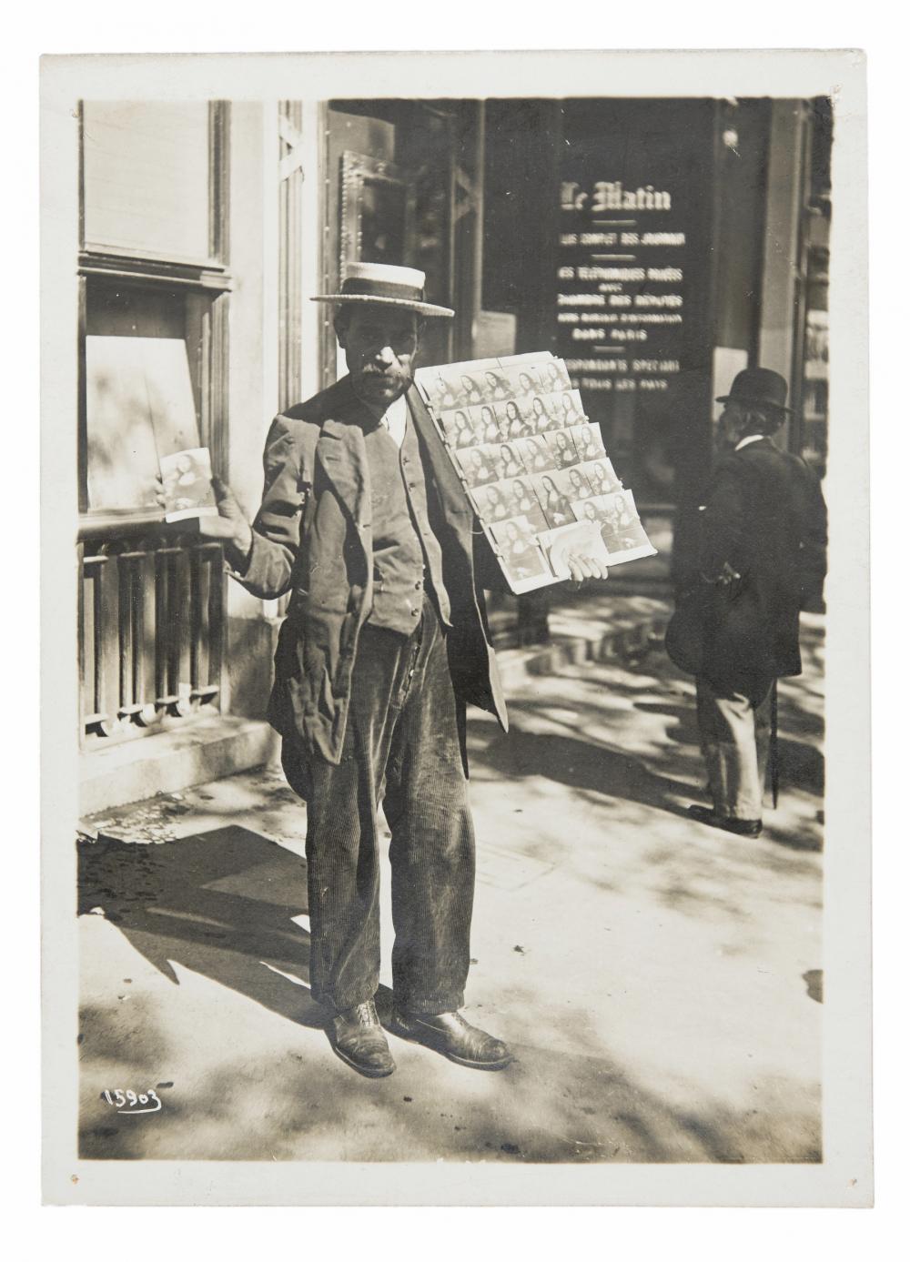 Postkarten-Verkäufer in Paris, 1911.