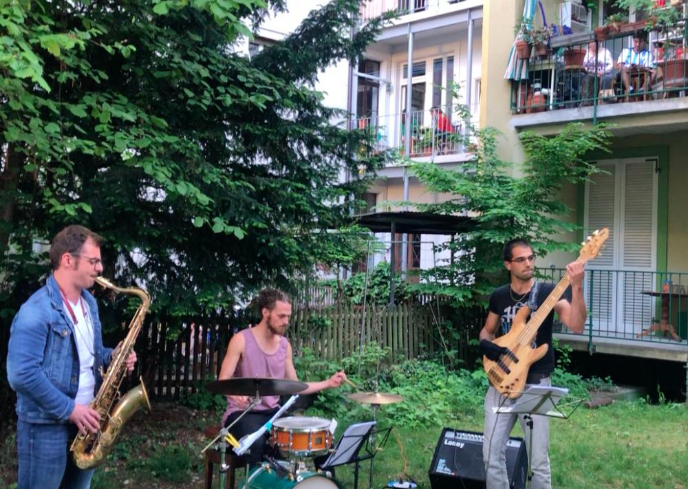 Jean-Noël Gos (Bass), Max Liebenberg (Drums) und Sebastian Till (Tenorsaxophon)