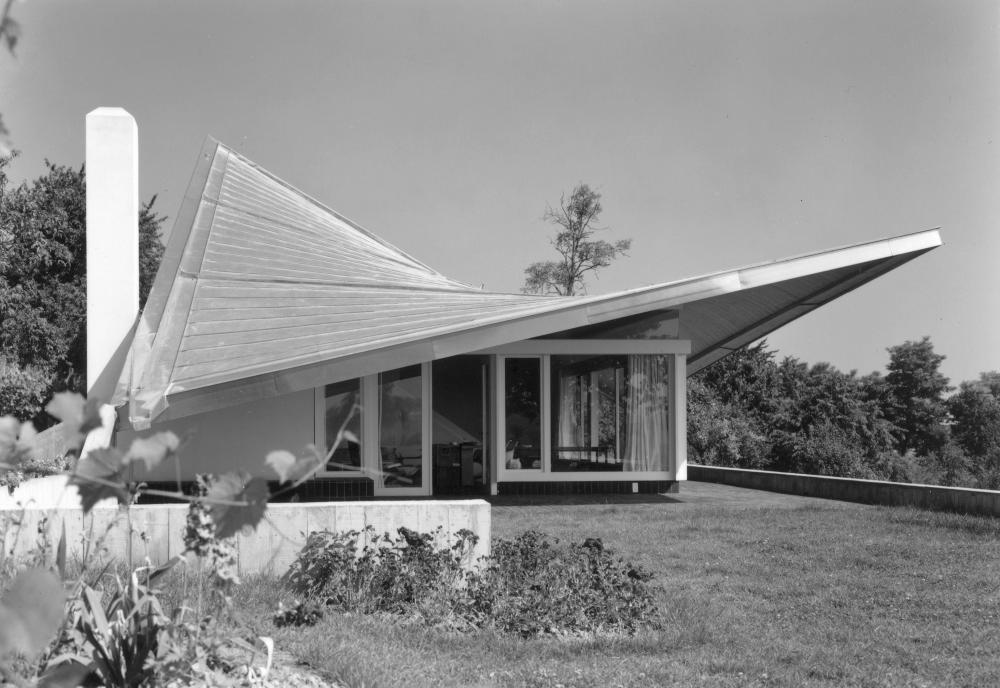 Felix Schwarz, Rolf Gutmann, Haus Vischer, Hégenheim, Haut-Rhin (F), 1960/61. Die extravagante Dachkonstruktion stammt von Ingenieur Heinz Hossdorf.