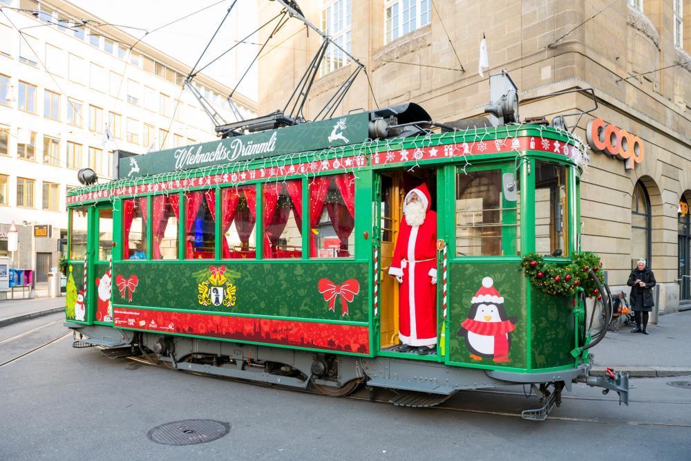 ... und das Weihnachts-Drämmli sorgen auch dieses Jahr für eine stimmungsvolle Adventszeit!