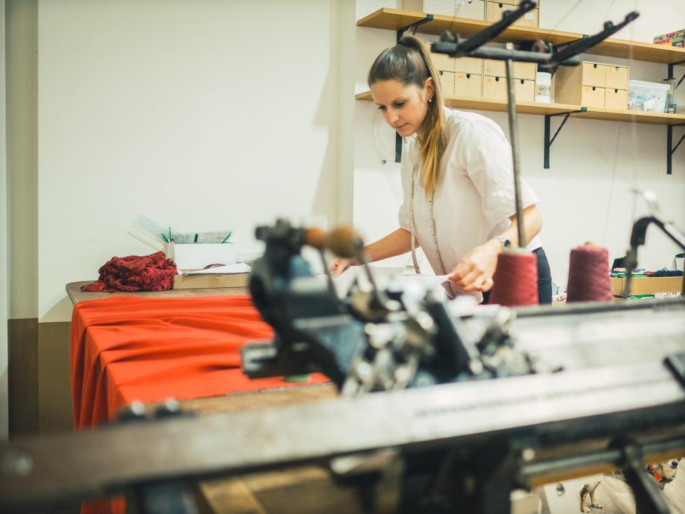 Vom Hundebettchen bis zum Hochzeitskleid aus Spitze – Tanja Oehl ist eine überaus vielseitige Schneiderin.