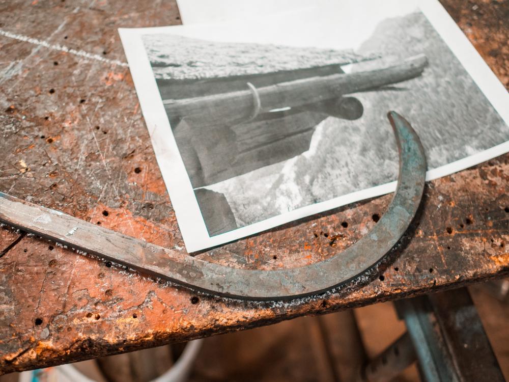 Metallbögen für eine traditionelle Walliser Alphütte ...