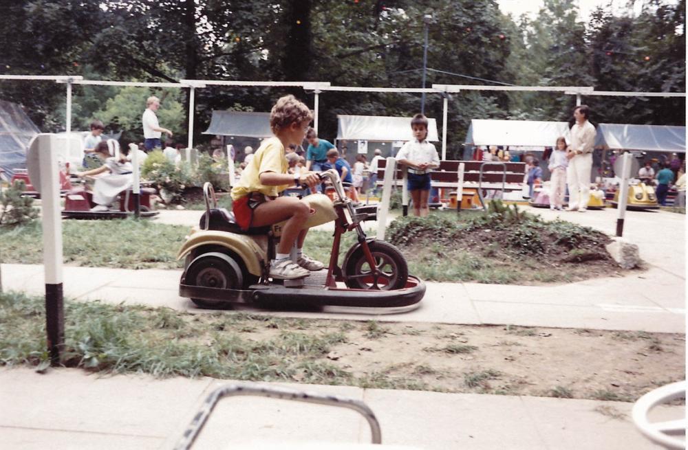 Früher wie heute: Der Spass auf den Autos und Scootern ist ungebremst. Hier ein Bild aus den 80er Jahren.