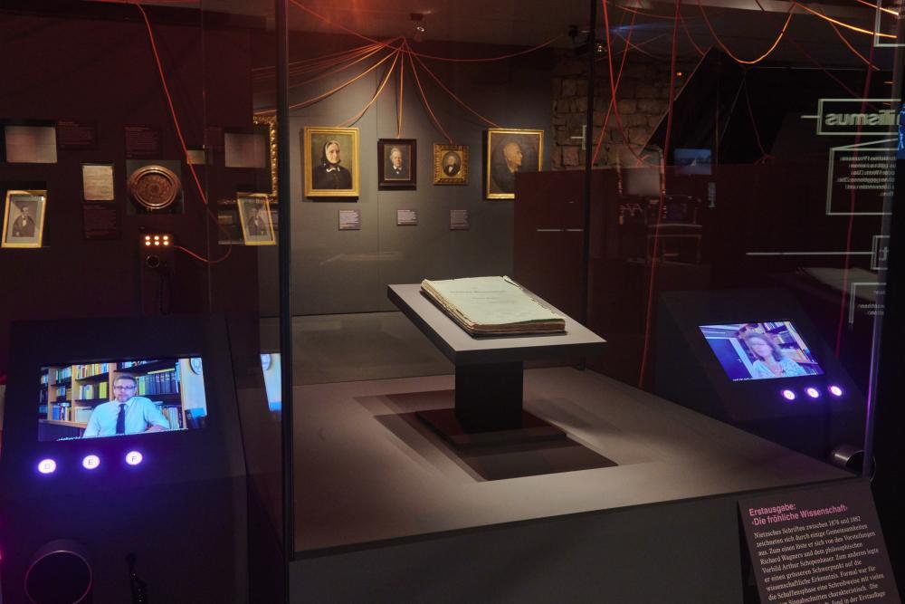Blick in die Ausstellung «Übermensch – Friedrich Nietzsche und die Folgen»