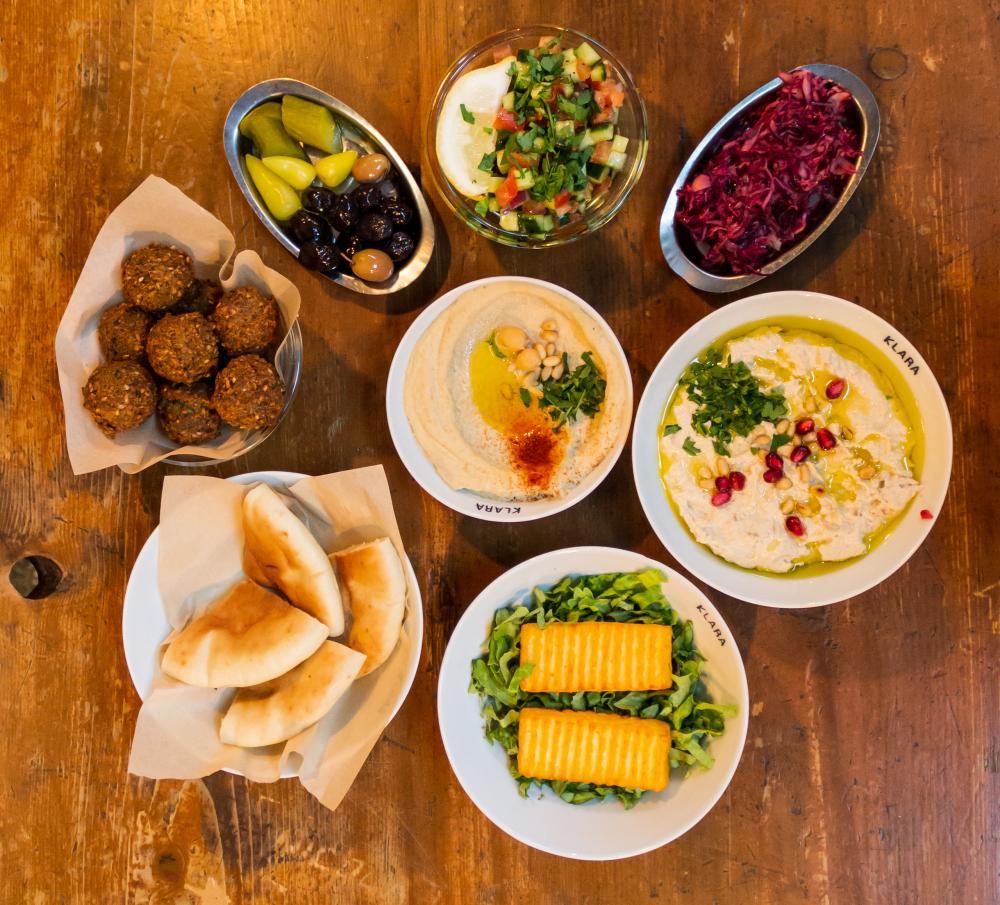 YoYa bringt dir die vielfältige israelische Küche mit viel Herz und Hummus ins Haus.